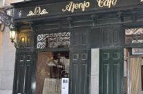 Entrada del Café Ajenjo